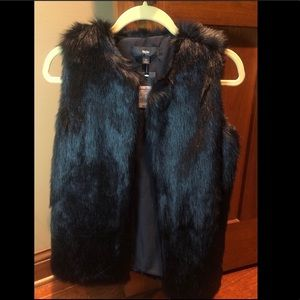 *New With Tags* Women's Faux Fur Vest